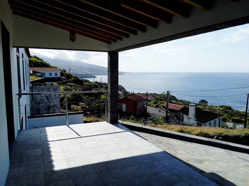 Spacious house with sea view & Wifi, location de vacances à Sao Jorge