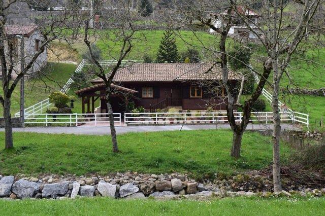 Bonita casa en Borleña, aluguéis de temporada em Corvera de Toranzo