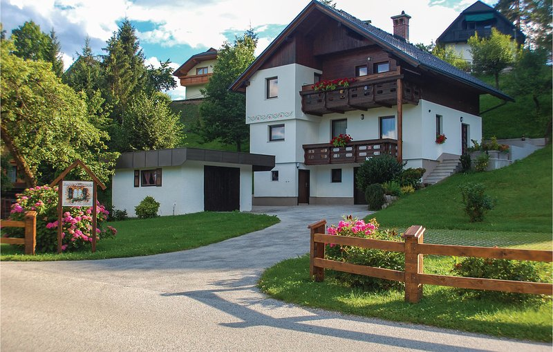 Awesome apartment in Bled with WiFi and 2 Bedrooms (SGR149), holiday rental in Radovljica