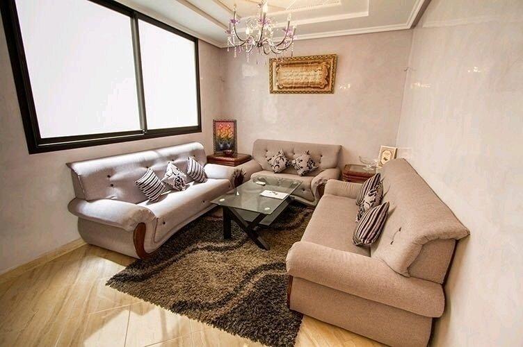 Spacious apartment with balcony, alquiler de vacaciones en Ait Melloul