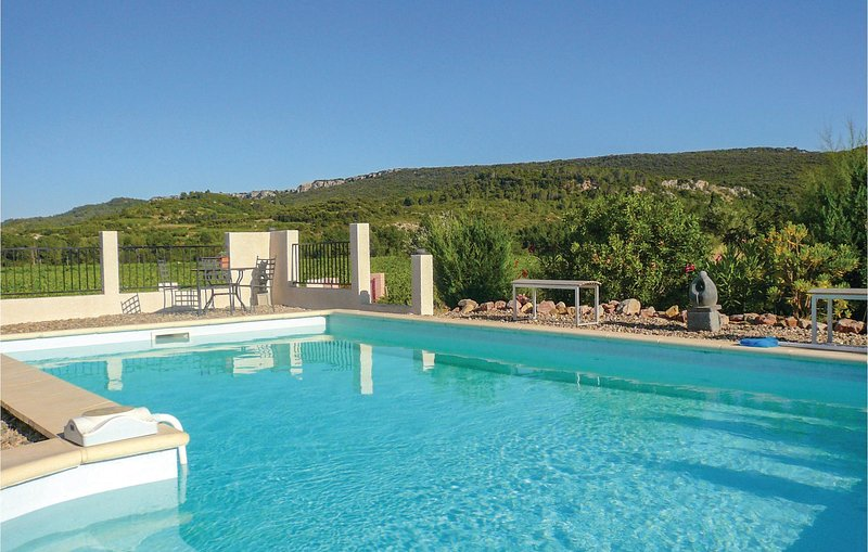 Beautiful home in Prades sur Vernazobre with Outdoor swimming pool, WiFi and Out, holiday rental in Cebazan