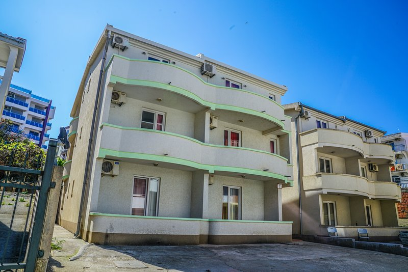 Two Bedroom Apartment at Seaside, location de vacances à Utjeha