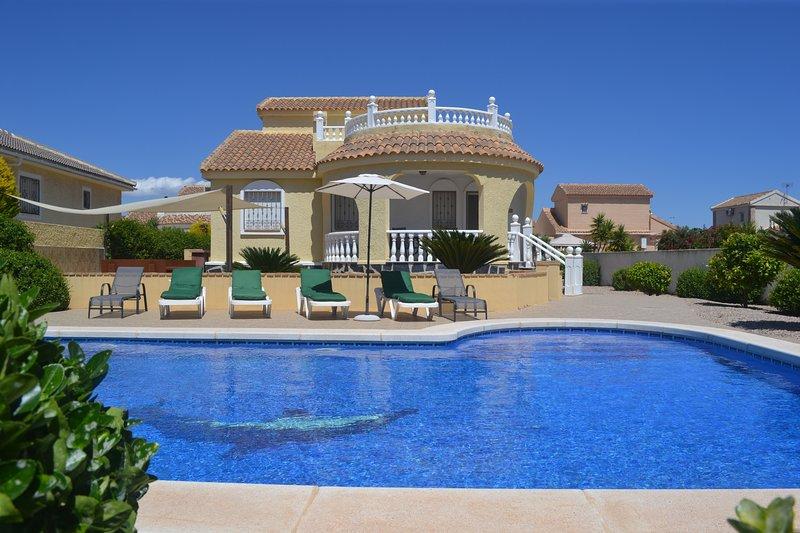 Villa Marie, Large Private Pool, Close to Golf, alquiler de vacaciones en Mazarrón