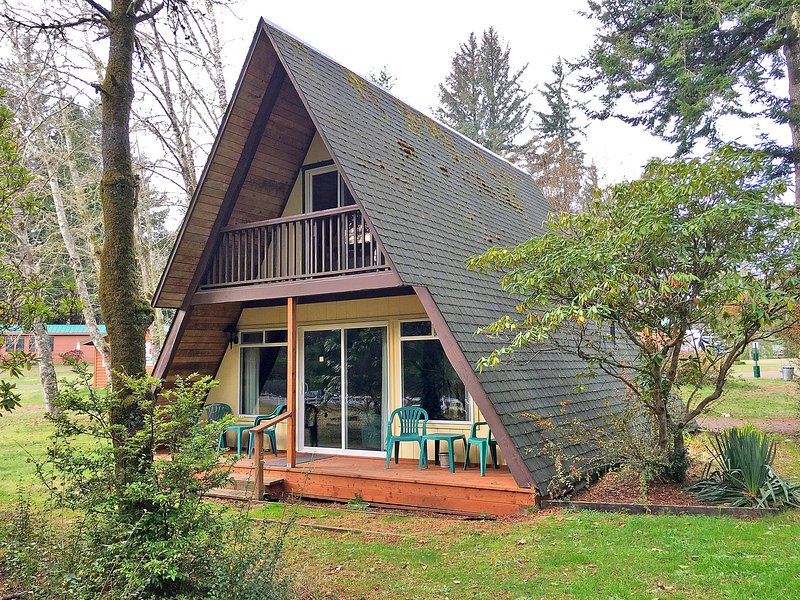 Park Motel and Cabins - A Frame Cabin, vacation rental in Reedsport