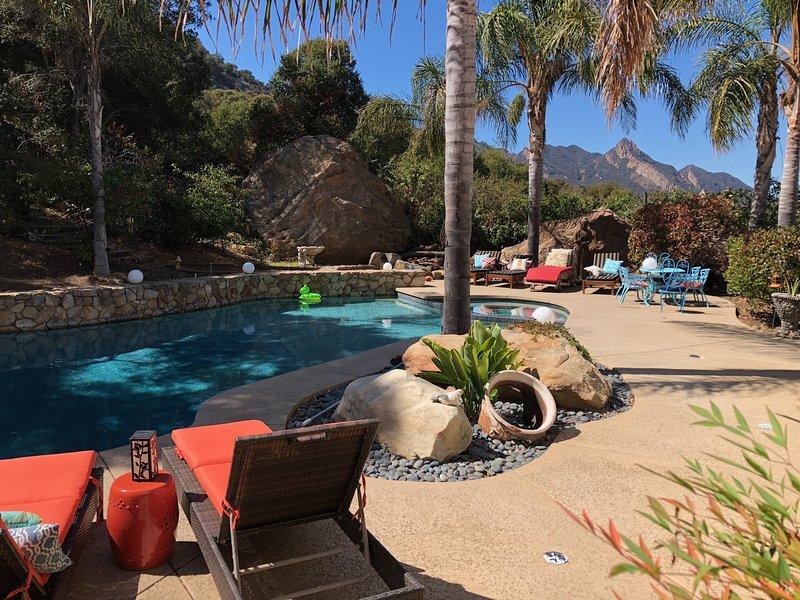 Malibu Retreat Main Estate + Guest House w/Pool, jacuzzi, Mtn Views, Yoga Deck, alquiler vacacional en Calabasas