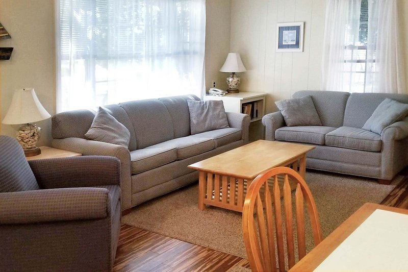NEW LISTING! Captain Gosnold Village - 1BR Cottage (Unit 16A) - Walk to Beach, holiday rental in Hyannis
