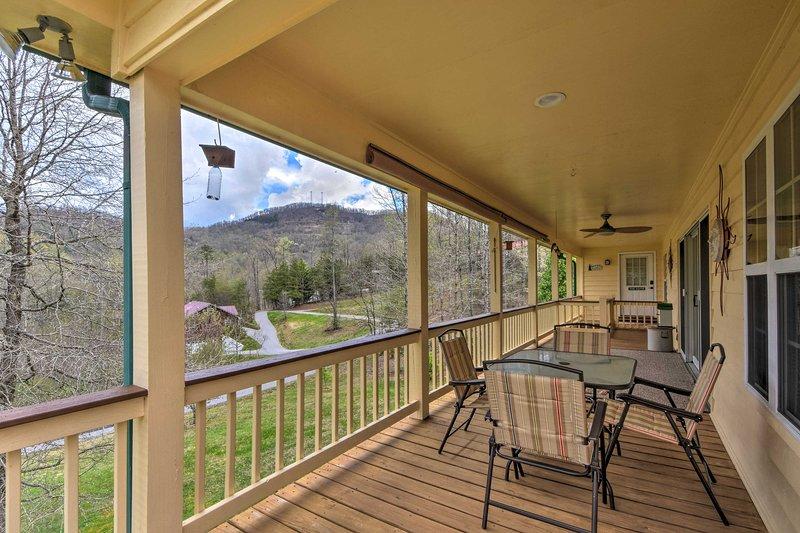 Private Deck   Mountain Views