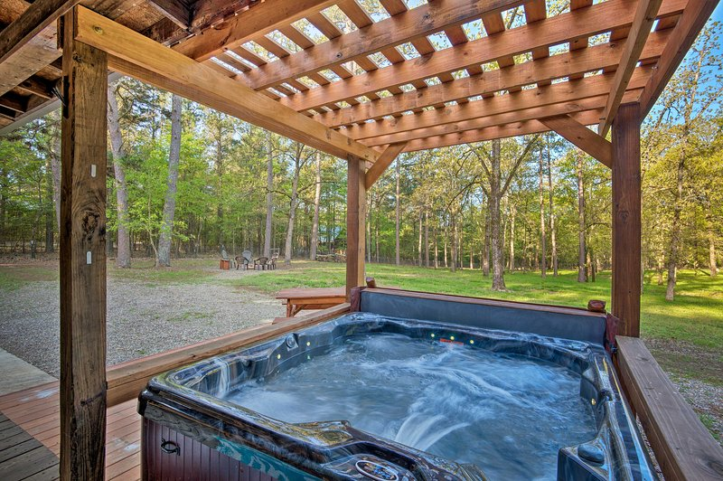 Loggin' Off' Cabin w/Game Room, Mins to Lake, vacation rental in Hochatown