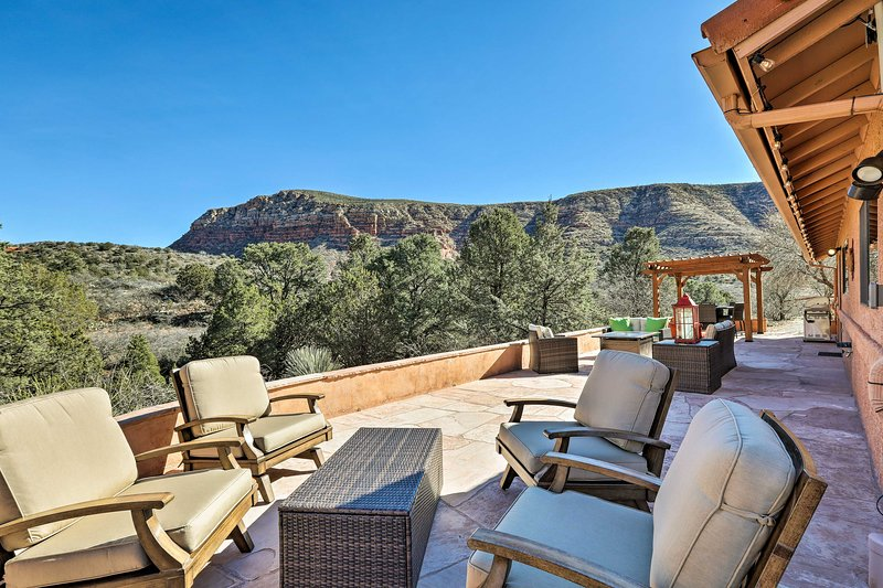 Secluded Sedona Home w/Patio & Red Rock Views, holiday rental in Village of Oak Creek