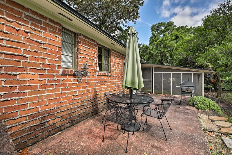 With a furnished patio, 2 bedrooms, and 2 bathrooms, this home has it all!