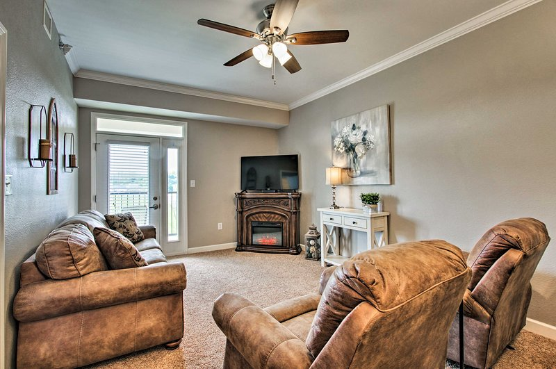 Curl up on plush furnishings in this 2-bedroom, 2-bath Sevierville condo!