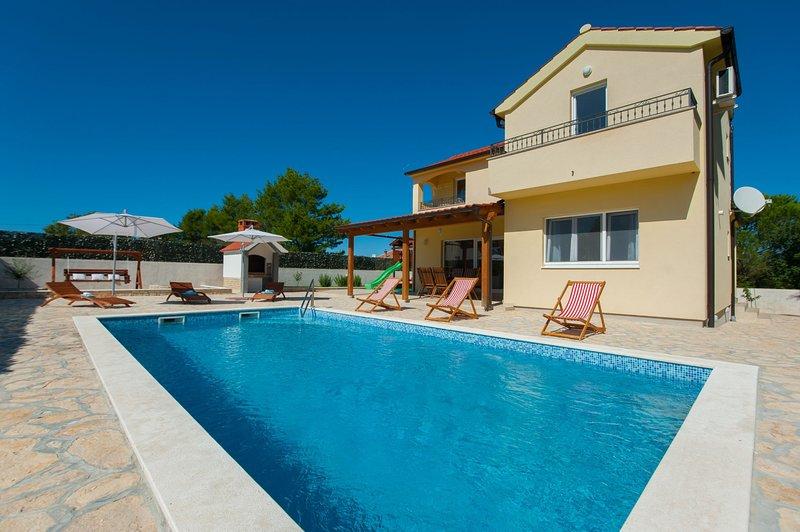 Villa Mistletow, vacation rental in Nin