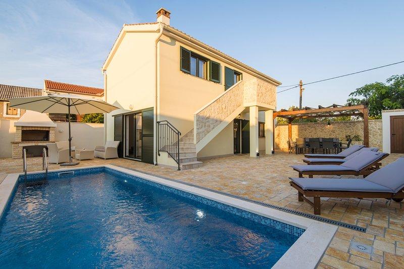 Poolincluded Villa Ive, casa vacanza a Vinjerac