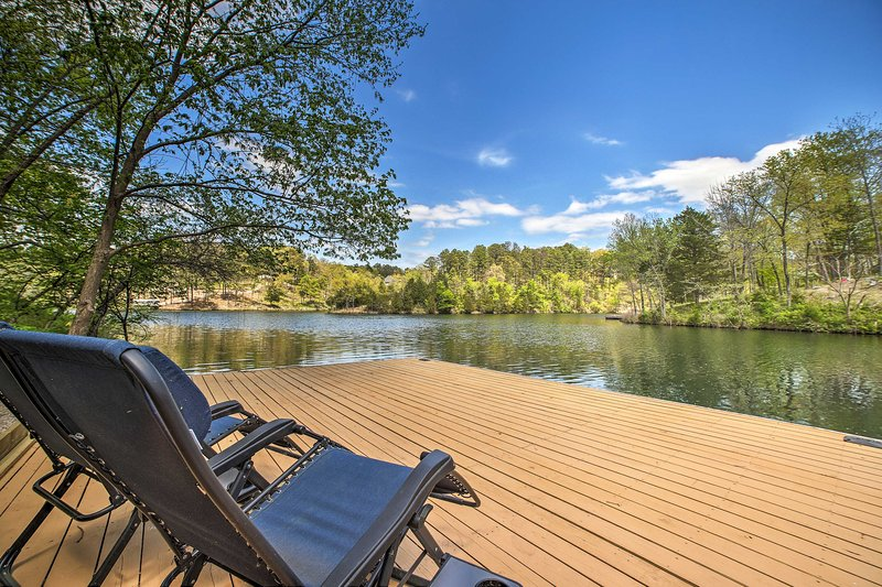 Relax by the lake at this 4-bedroom, 3-bath Bella Vista vacation rental house!