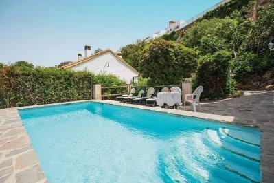 Cuevas del Becerro Villa Sleeps 14 with Pool - 5000371, location de vacances à Teba