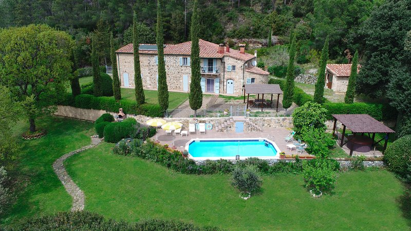 The Tuscany villa le Capanne for holiday summer and honeymoon