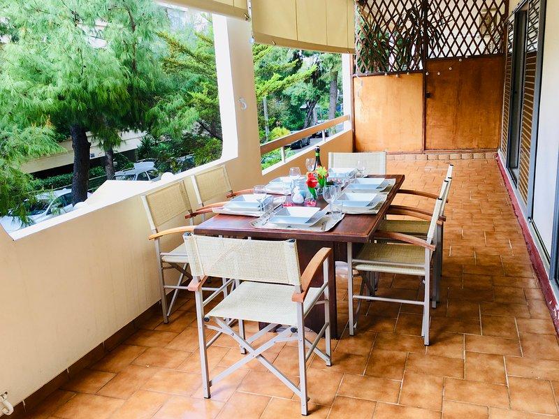 WaitNsea, spacious seaside apartment, holiday rental in Alimos
