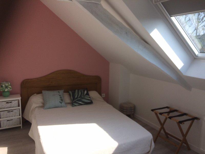 charmante maison typiquement bretonne aux portes de Dinan à 12 km de la mer, holiday rental in Dinan