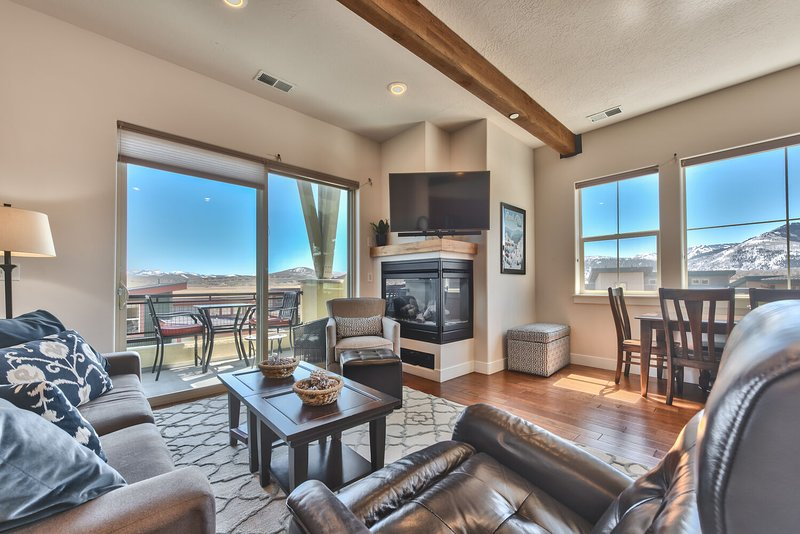 Mountain Contempory Condo in a Gated Community in the Heart of Kimball Junction