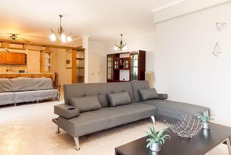 Spacious Apartment Glyfada Golf, holiday rental in Argyroupoli