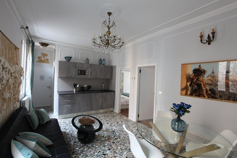 Great location Stylish apartment in Venice - The Doge's Hideaway -, holiday rental in Cannaregio
