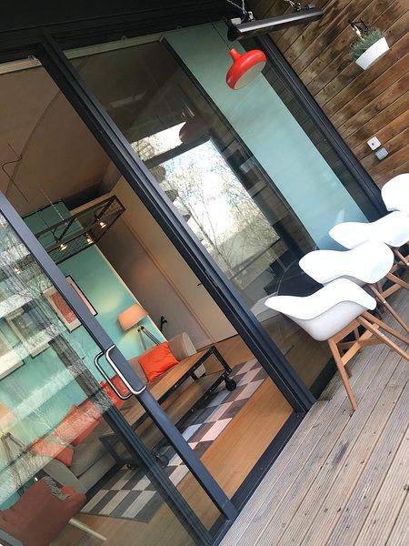 Uppvärmd balkong perfekt för solig frukost eller kvällsdrinkar