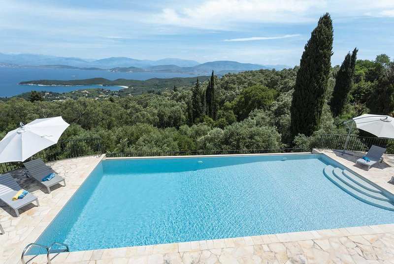 Lux 4 bed villa,stunning views,close to Kassiopi, holiday rental in Avlaki