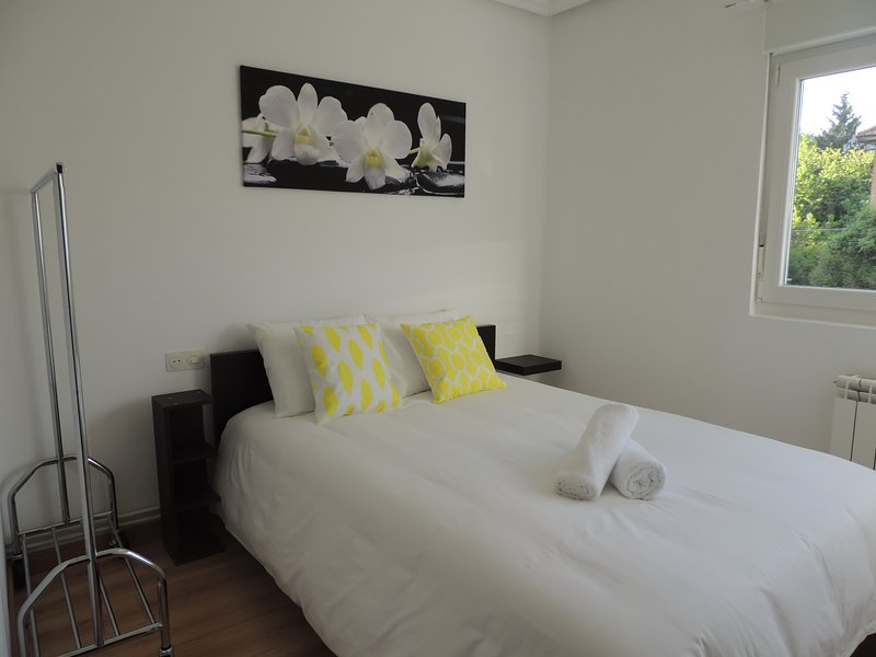 Precioso piso en Oviedo con Parking, Wifi y Netflix gratis, holiday rental in Mieres