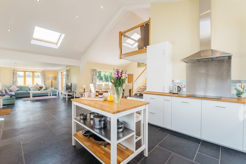 Maythorn Farm Stevington - stunning barn conversion in the countryside, holiday rental in Renhold