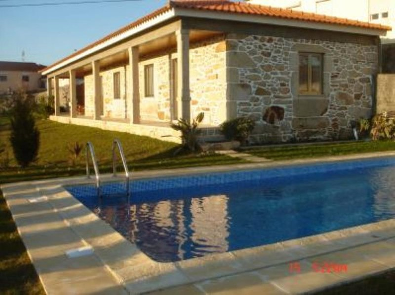 QUINTINHA COM PISCINA EM ESPOSENDE, holiday rental in Travassos