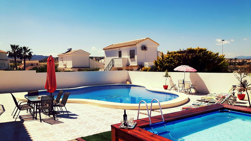 UNIQUE VILLA WITH 2 POOLS !!!   SLEEPS up to 8,  **GREAT HOLIDAY ASSURED HERE**, vacation rental in Mazarron