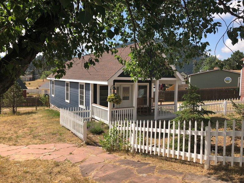 Golden Leaf Cottage -- Handicap Accessible, vacation rental in Estes Park