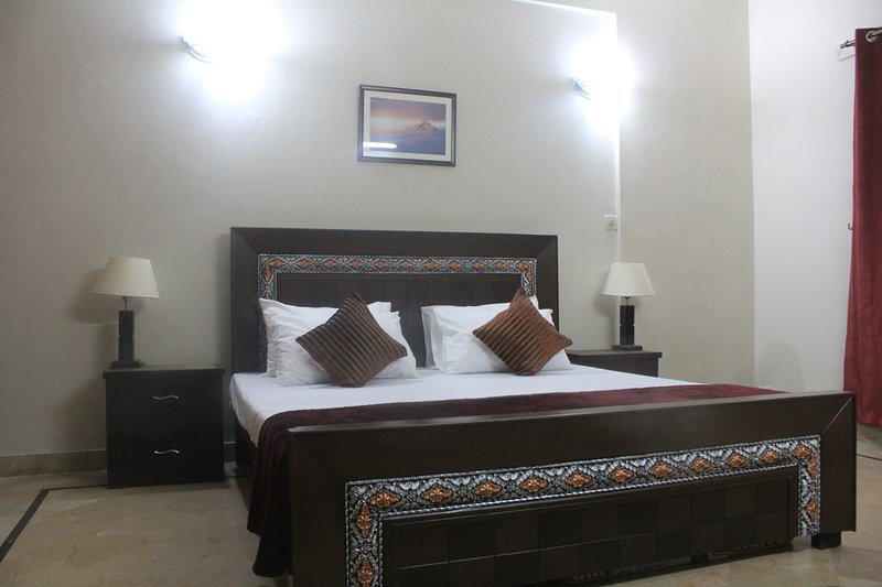 Private Rooms in Comfy Apartment, vakantiewoning in Pakistan