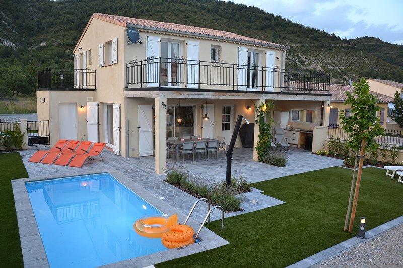 Vakantiewoning voor 8 personen met privé zwembad in natuurlijke omgeving., vacation rental in Saint Andre Les Alpes