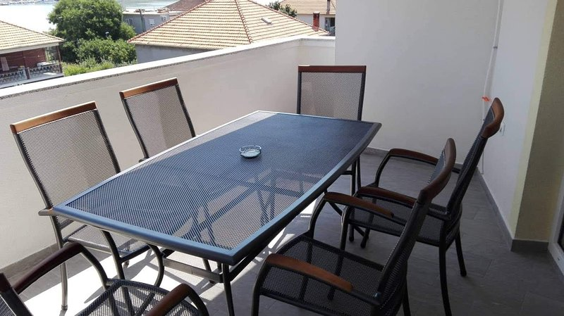 Cimera Apartment Sleeps 4 with Air Con and WiFi - 5811562, location de vacances à Mrljane