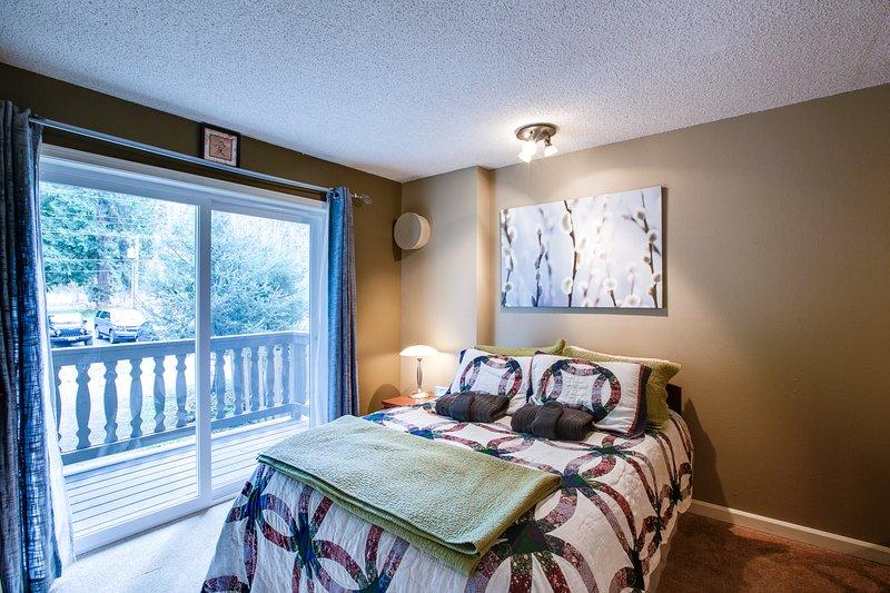 Snowline Lodge Condo #37 - FIREPLACE, KITCHENETTE, DVD, SHARED WIFI, SLEEPS-2!, vacation rental in Glacier