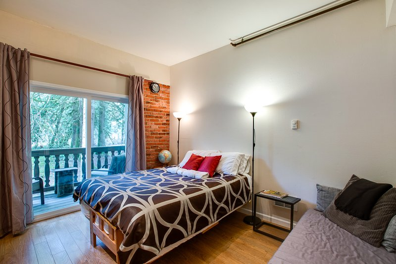 Queen bed and outside sitting area