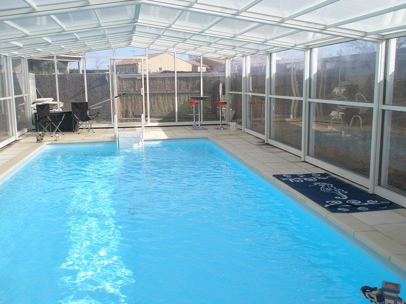 Chambre d'Hôtes avec piscine couverte près Carcassonne Chez GANESH de LAGARDE, holiday rental in Saint-Denis