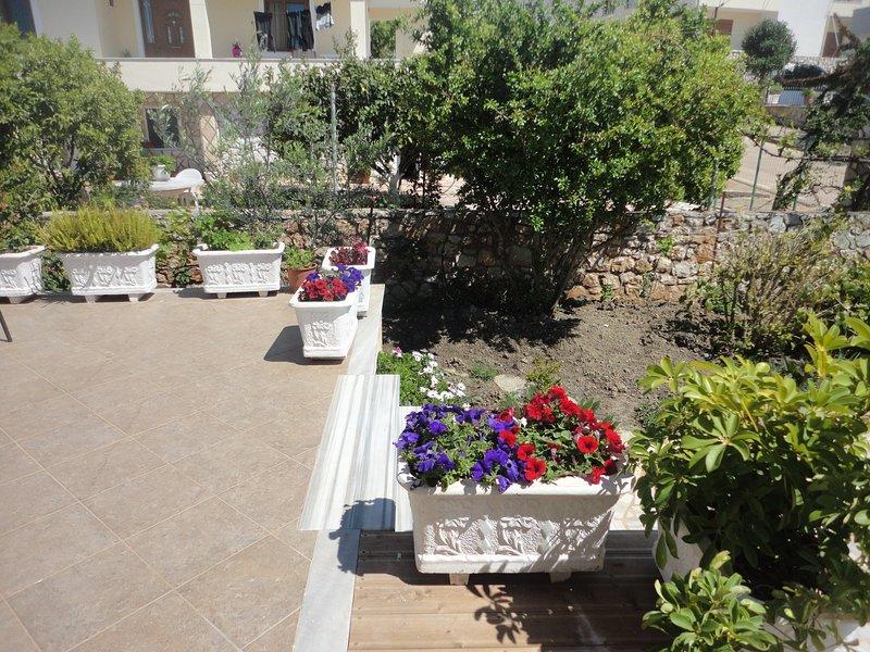 Studio with garden, holiday rental in Ksamil