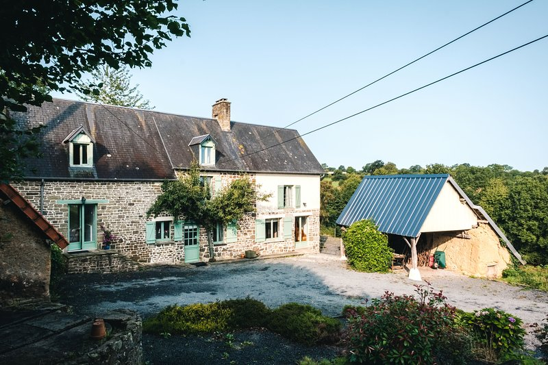 Omaha Suite-La Thiaumerie, Farmhouse B&B., location de vacances à Le Bény-Bocage