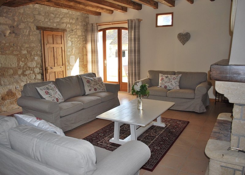 Fabulous house in stunning location with private garden and pool, holiday rental in Continvoir