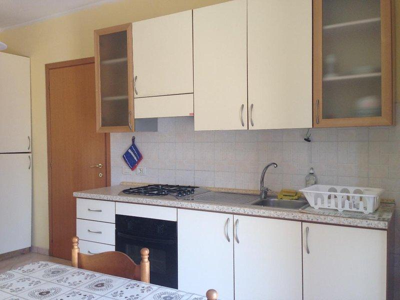 Grazioso appartamento con ingresso indipendente, e patio privato di proprieta', vacation rental in San Mauro a Mare