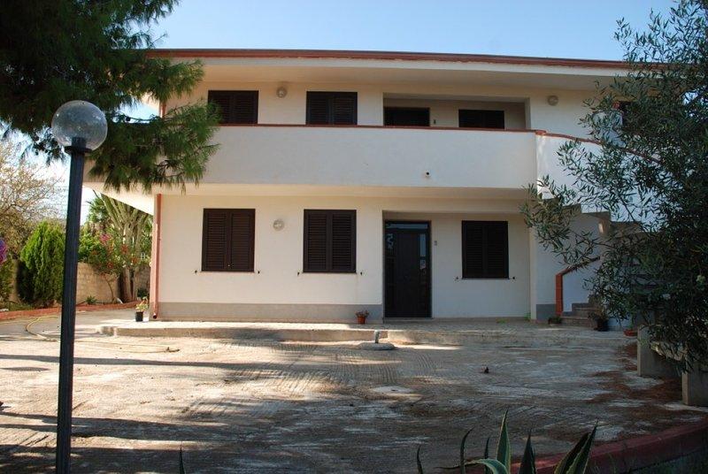 Appartamento Giove 1° piano - in villa a 300 metri dal mare, holiday rental in Fondo Morte