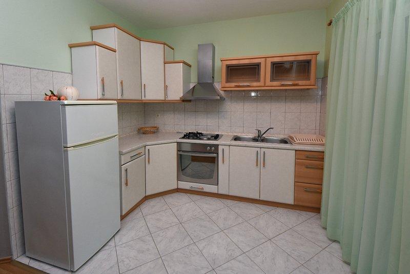 Holiday home 193586 - Holiday apartment 233816, aluguéis de temporada em Mrljane