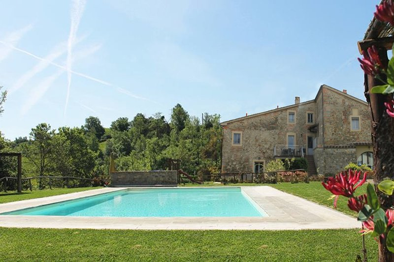 GIALLO APARTMENT private garden with beautiful terrace / pool, vacation rental in Pieve A Maiano