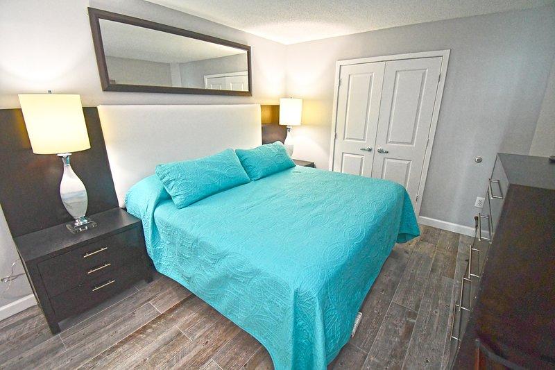 Dormitorio principal con rey