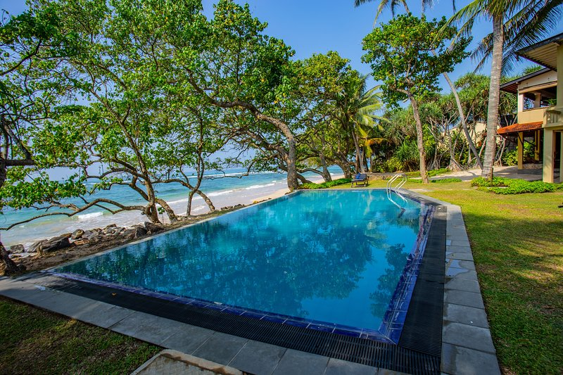 South Point Abbey 4 bedroom luxury beach villa  with pool, Exclusive, vacation rental in Koggala