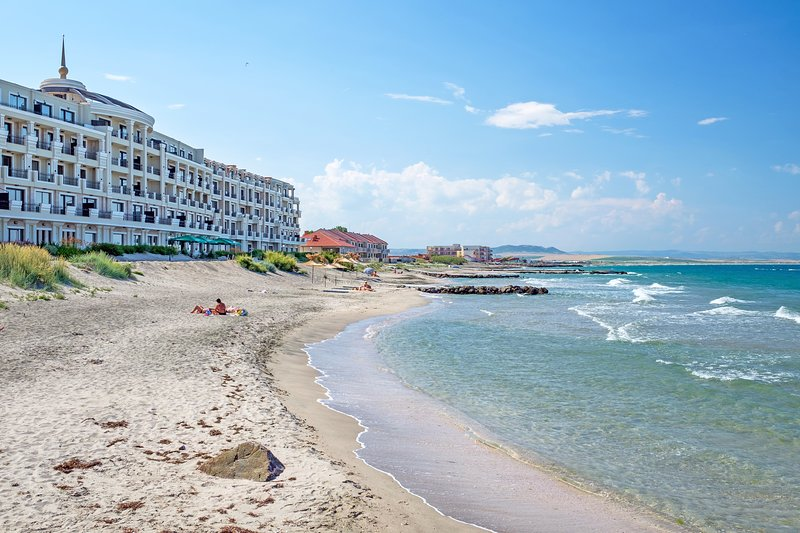 Beachfront 2BDR Apartment - Salt Lake,Spa,Pools,Fitness,Breakfast included, vacation rental in Pomorie