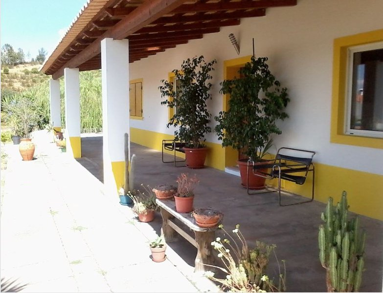 Spacious house with swimming-pool, location de vacances à Ourique