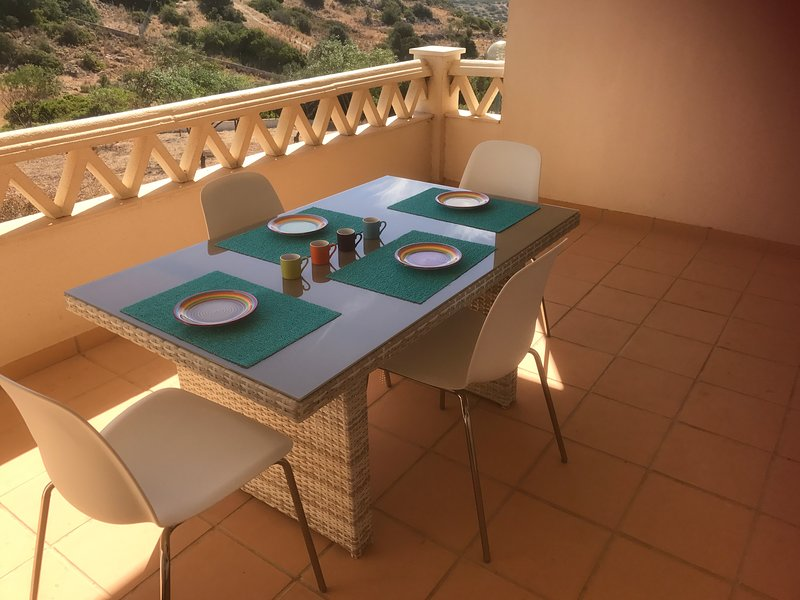 Spacious apt with pool access, vacation rental in Calvana